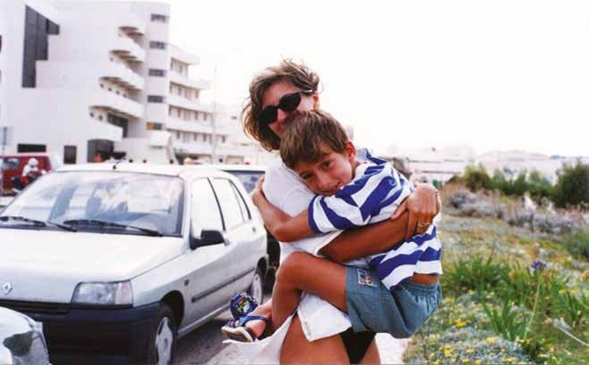 Mãe e filho quando André era uma criança e veio morar, para Lisboa, com a jornalista.