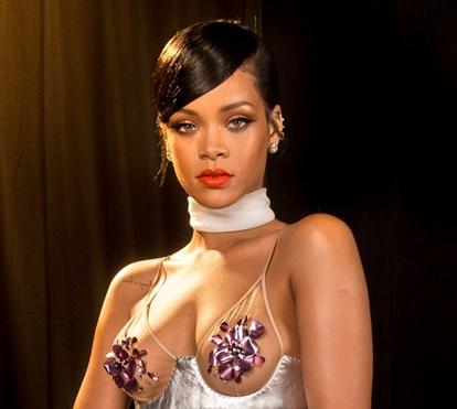 Rihanna criticada por gozar com Rainha Isabel II em semana de aniversário