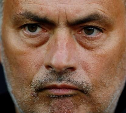 José Mourinho regressa ao trabalho após a morte do pai