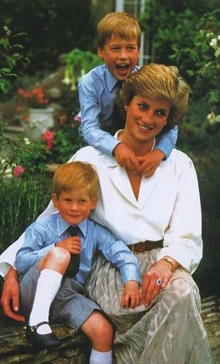 A princesa Diana morreu a 31 de agosto de 1997, deixando órfãos os príncipes William e Harry