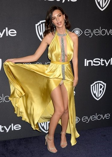Emily Ratajkowski nos Globos de Ouro 2017