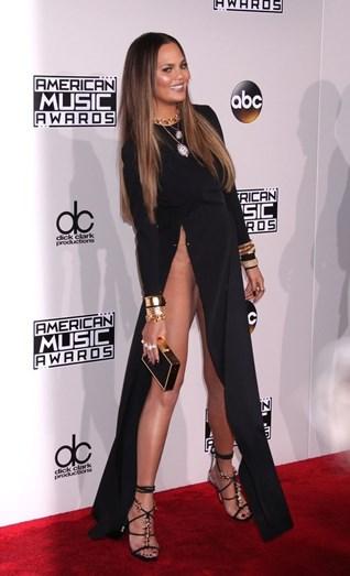 Chrissy Teigen causou polémica na última edição dos American Music Awards