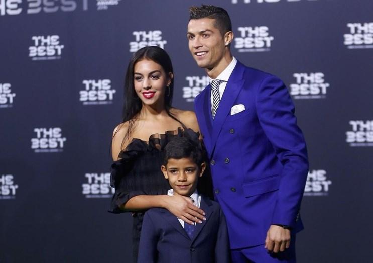 Georgina mostrou-se muito afetuosa com Cristianinho no evento da FIFA