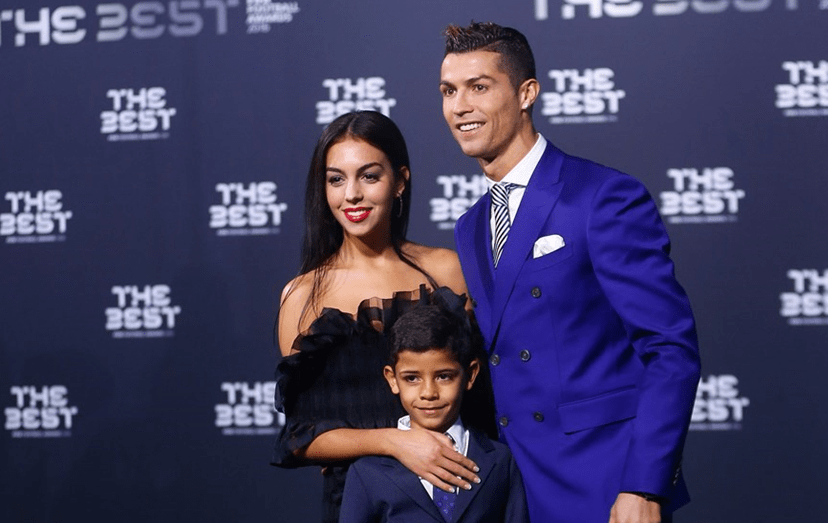 Ronaldo levou Georgina à gala da FIFA; o casal com Cristianinho, o filho do craque