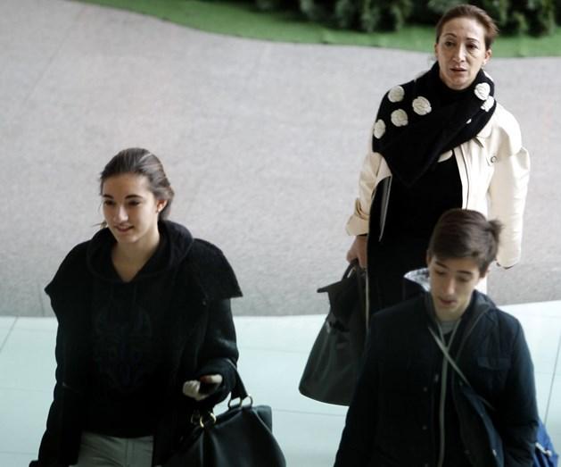 Matilde Mourinho, com os filhos, no aeroporto de Lisboa