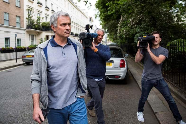 José Mourinho a chegar à sua casa de Londres