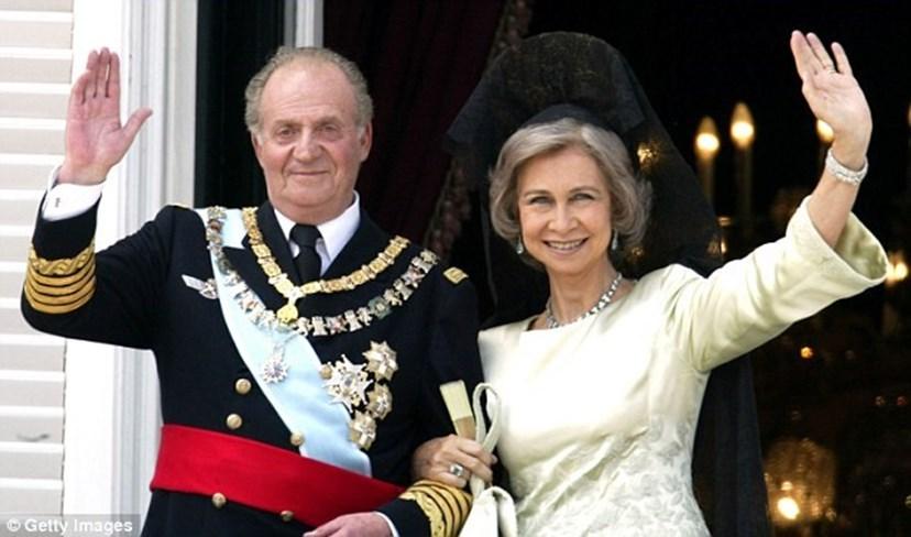 Os reis Juan Carlos e Sofia só estão juntos quanto o protocolo real o obriga, fazendo há vários anos vidas separadas