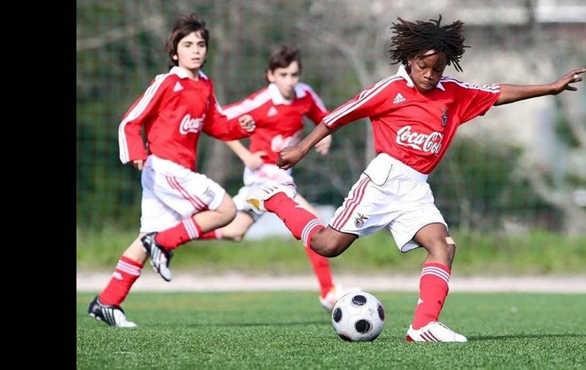 Renato com 12 anos, já na Academia do Seixal, equipado com as cores do clube do seu coração, o Benfica, onde se formou