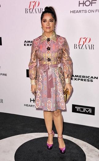 Salma Hayek com um vestido Gucci