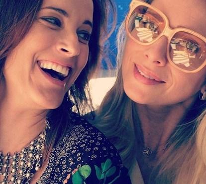 Maria João Bastos e Letícia Spiller divertem-se no Baile de Ipanema