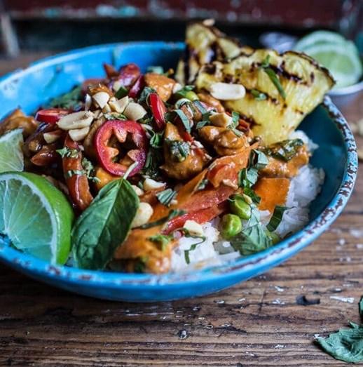 Frango tailandês com ananás grelhado e amendoins: uma delícia