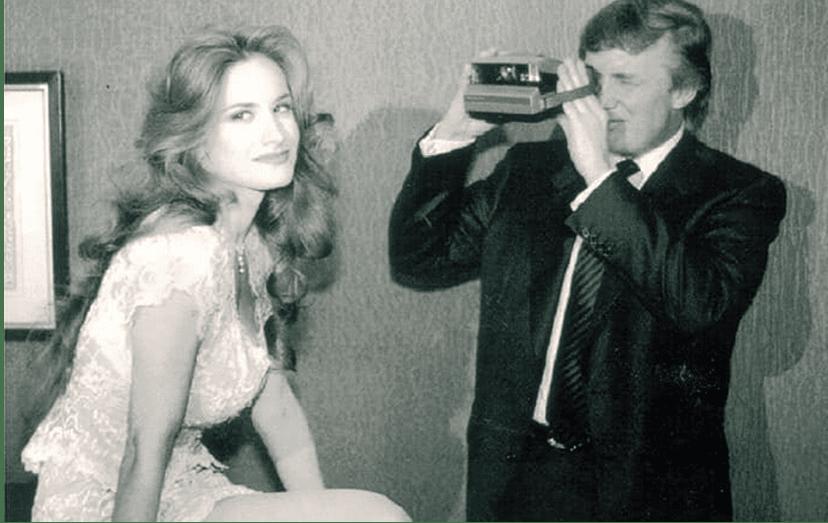 Donald Trump fotografa uma coelhinha da Playboy