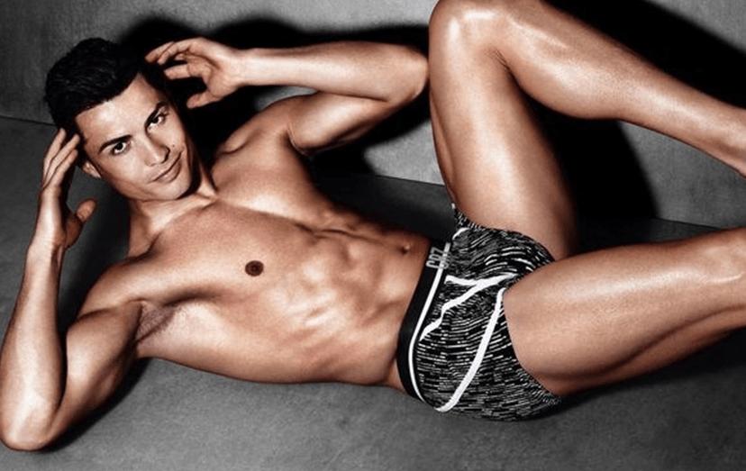 Poucos são os homens com um corpo tão trabalhado como Cristiano Ronaldo