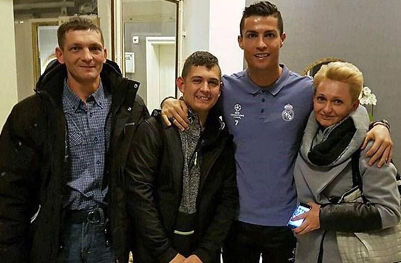 Cristiano Ronaldo ajuda criança doente