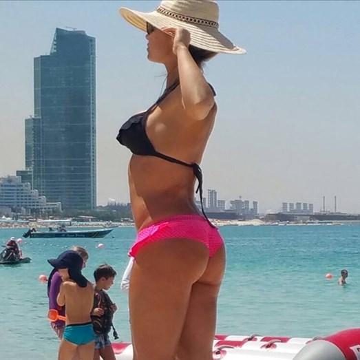 Luciana Abreu de biquíni, na praia