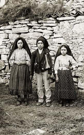 Os pastorinhos Lúcia, Francisco e Jacinta