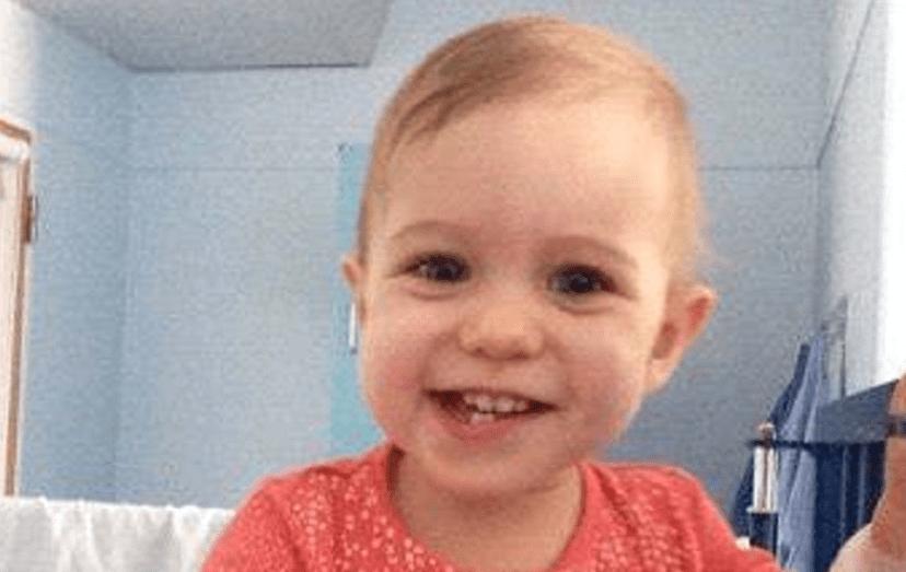 A bebé Maria, de 15 meses de idade, luta contra um tipo raro de cancro
