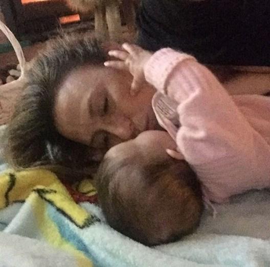 Filha de Sofia Cerveira e Gonçalo Diniz faz 10 meses