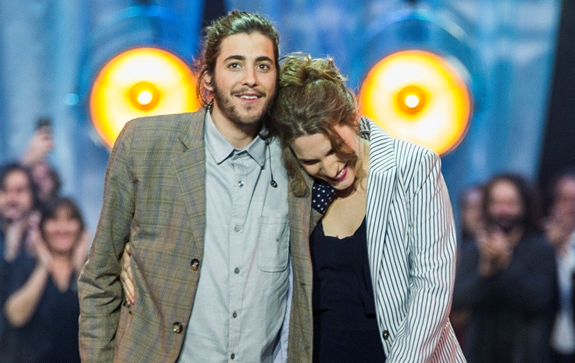 Salvador e Luísa Sobral a celebrarem a vitória no Festival da Canção RTP