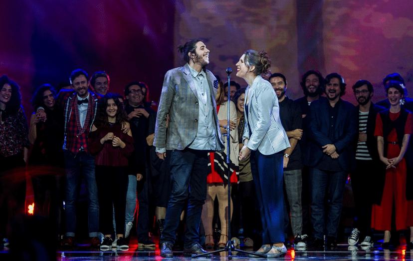Salvador Sobral e Luísa Sobral a cantarem em palco