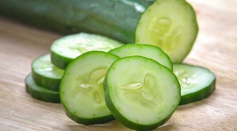 PEPINO - Este alimento é muito pobre em calorias e ajuda a combater o inchaço e a contribuir para o emagrecimento