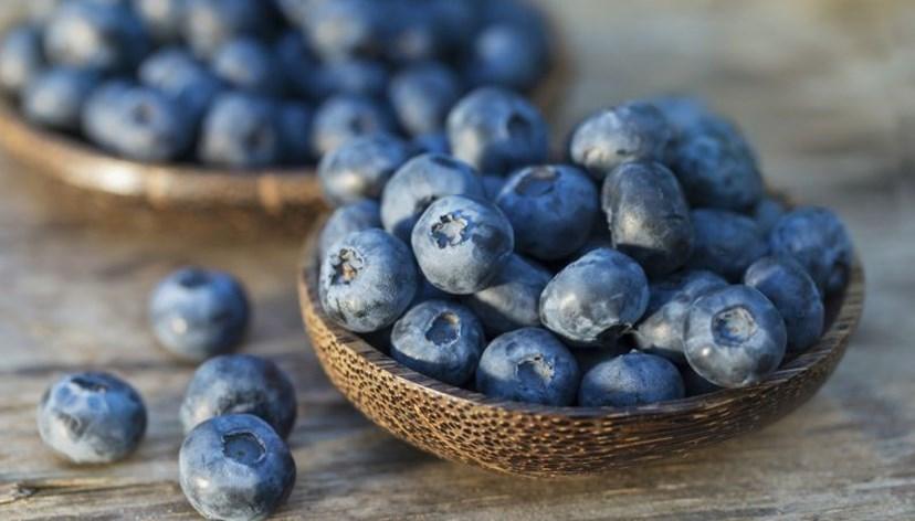 MIRTILO - 1 chávena cheia de mirtilos tem somente 85 calorias. Combinados com iogurte, aveia e granóla, garantem saciedade sem ganhar praticamente peso
