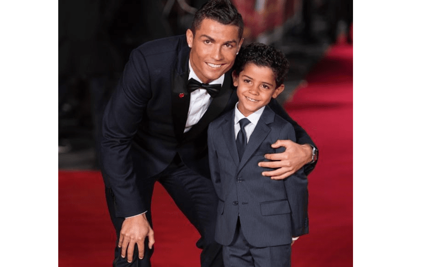 Cristiano Ronaldo é um pai babado. E é a mãe, Dolores, que o enche de mimos, e também ao neto, Cristianinho