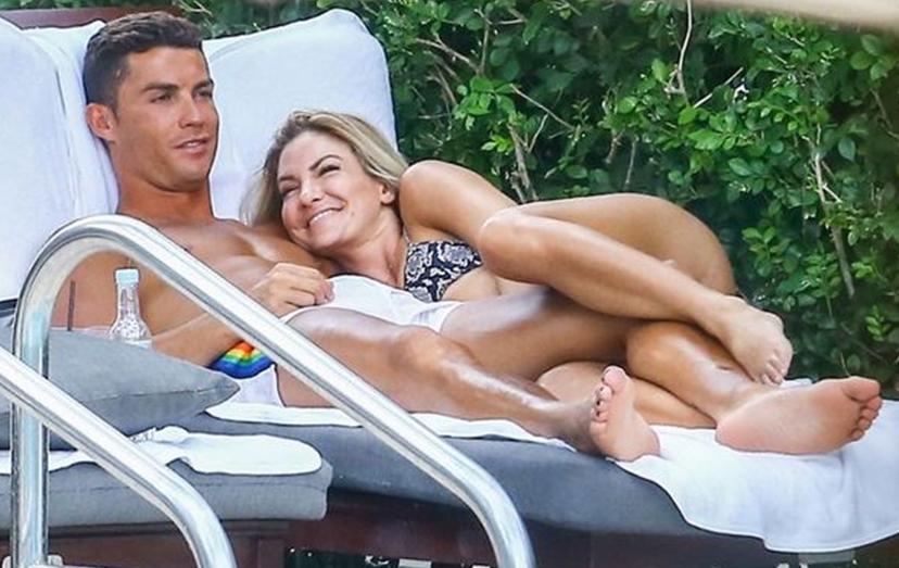 Em agosto do ano passado, em mais umas férias na América, foi apanhado com a modelo Cassandra Davis.