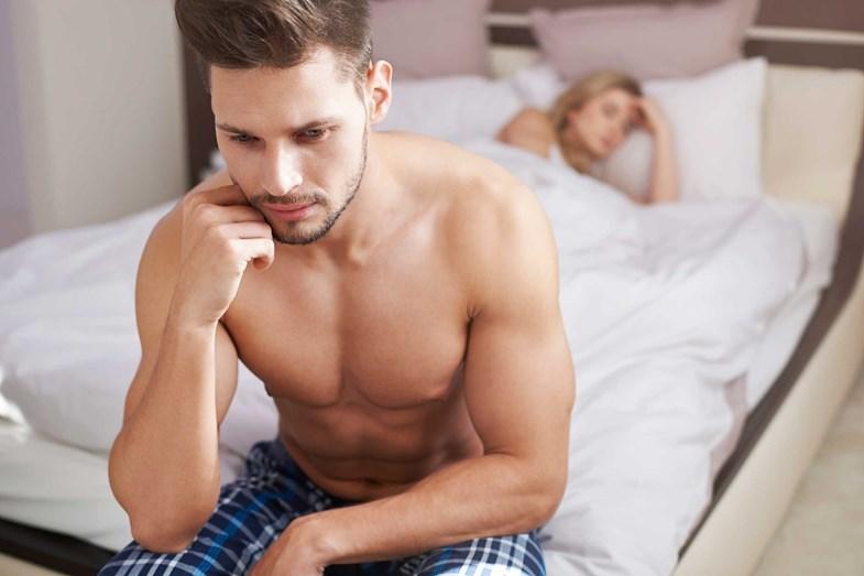 PREOCUPAÇÕES À PORTA - Deixe as preocupações à porta do quarto. E não esteja constantemente a pensar se está a dar prazer à outra pessoa ou como levá-la a atingir o orgasmo. O sexo é muito mais do que atingir o climax. Relaxe e goze a viagem