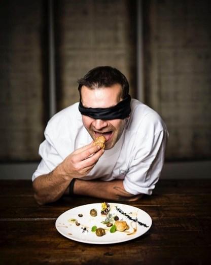 Não será com uma prova cega que o convencerão voltar a comer pratos que quase o mataram.