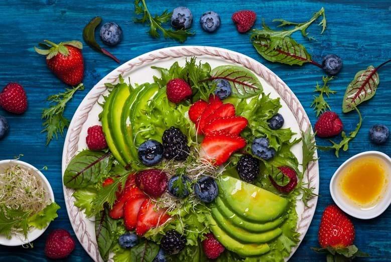 Conheça os 18 alimentos que pode comer e comer e que não engordam