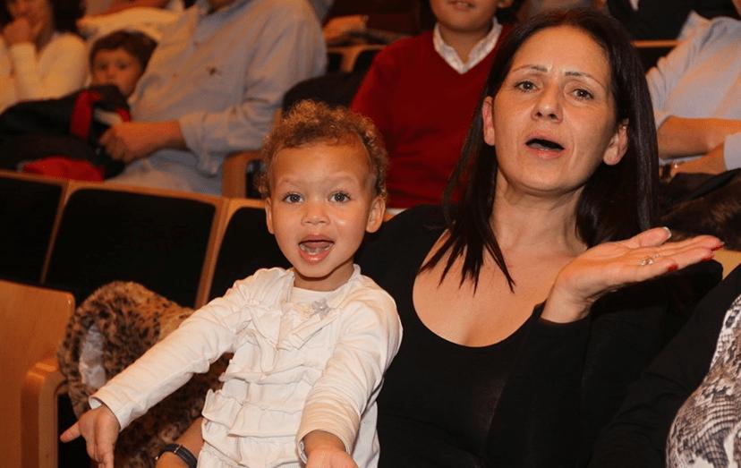 Ludovina, a mãe de Luciana, com a neta mais velha