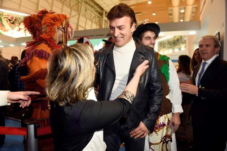 Tony Carreira num momento amigável com Justa Nobre