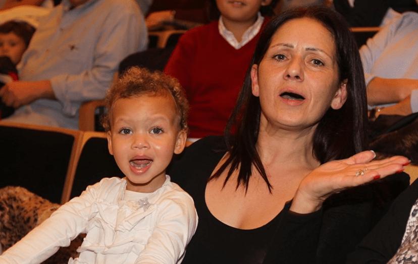 Ludovina Abreu, mãe da atriz, acabou por não depôr, na qualidade de testemunha, em tribunal, no processo que opõe Lucy e o pai, Luís Costa Real. Na foto, com a neta Lyonce, quando tudo estava bem.