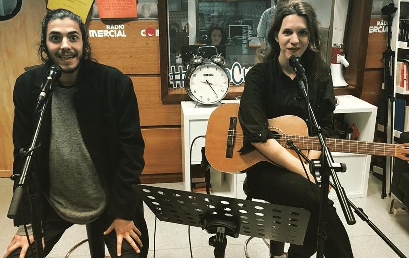 O cantor com a irmã, Luísa Sobral, que compôs o tema vencedor que irá representar Portugal na Ucrânia