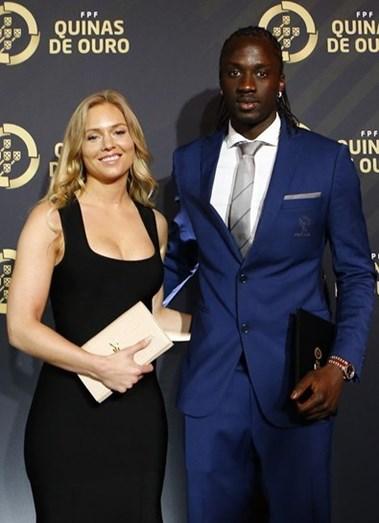 Éder com a namorada, a modelo belga Sanna Ladera, na gala Quinas de Ouro