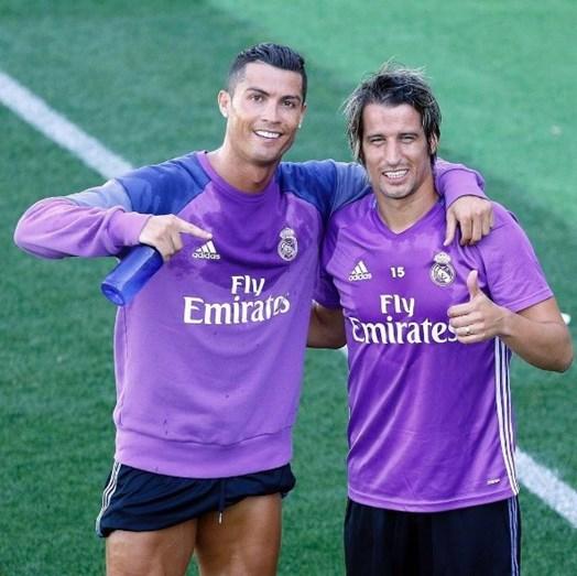 Fábio Coentrão e o colega de equipa Cristiano Ronaldo