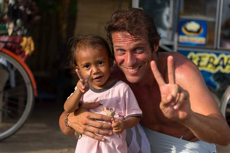 Zeca durante as suas férias à Indonésia