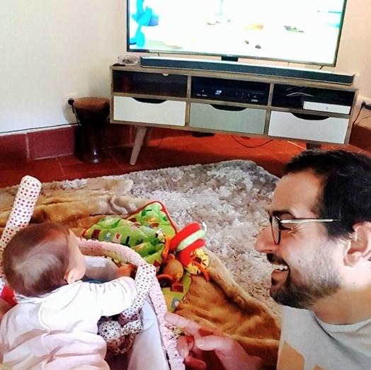O ator e a sua filha, de 8 meses, Vitória