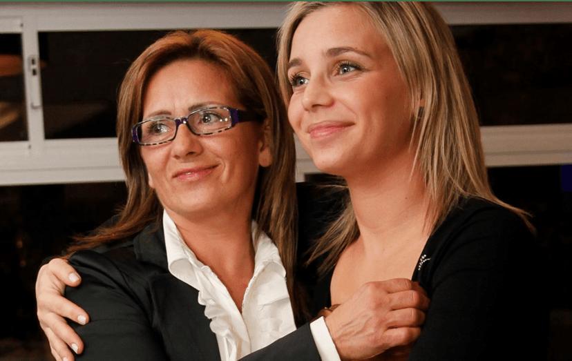 Luciana com a mãe, Ludovina Abreu, que convidou a sair de casa, quando tudo estava bem. Ludovina sempre foi o grande pilar da filha e ajudou-a a criar as netas. No início de 2017 terá tentado o suicídio, por não aguentar o afastamento familiar