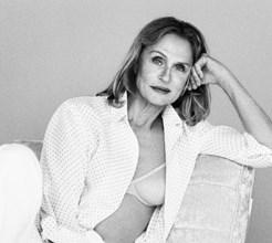 Lauren Hutton em campanha de lingerie aos 73 anos