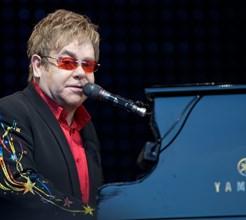 Elton John entre a vida e a morte