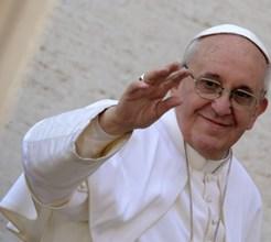 Portugueses entregam hino a Papa Francisco