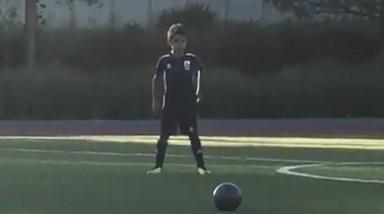 Cristianinho marca um penalti a imitar o pai!