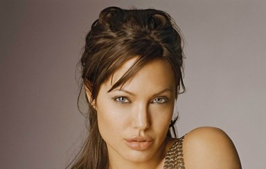 Angelina Jolie recuperou o peso e o sorriso
