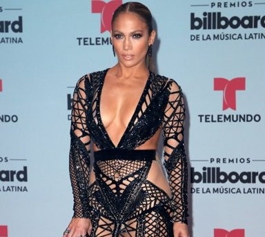 Aos 47 anos, Jennifer Lopez mostra tudo nos Latin Music Awards