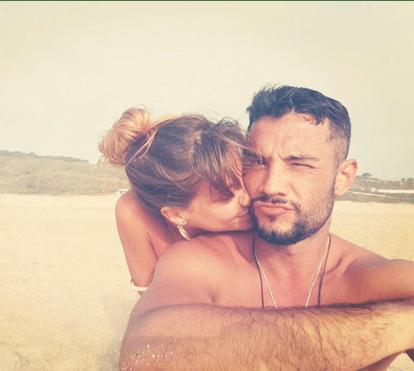 Pedro Barroso e Mafalda Marafusta afastam crise com namoro na praia