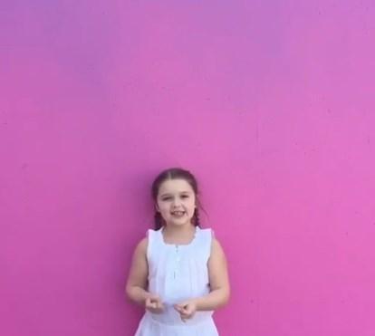 Filha de Victoria Beckham dá os parabéns à mãe de forma engraçada