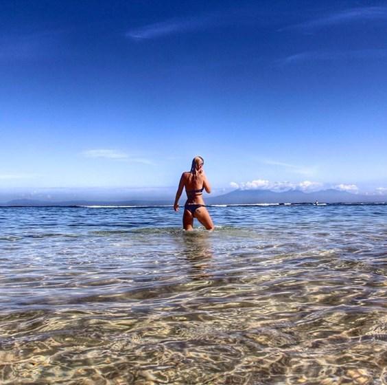 Famosas cada vez mais ousadas na praia