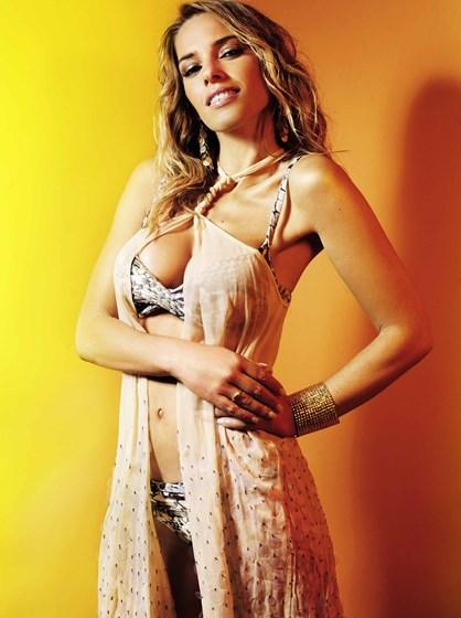 Rita Andrade sensual em sessão fotográfica
